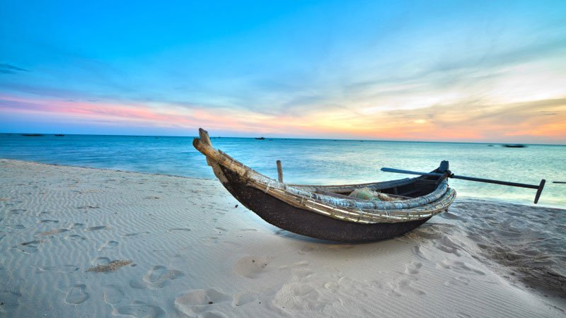fisherman-boat-hue-vietnam.jpg