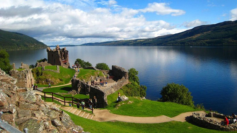 urquhart-castle-loch-ness-scotland.jpg